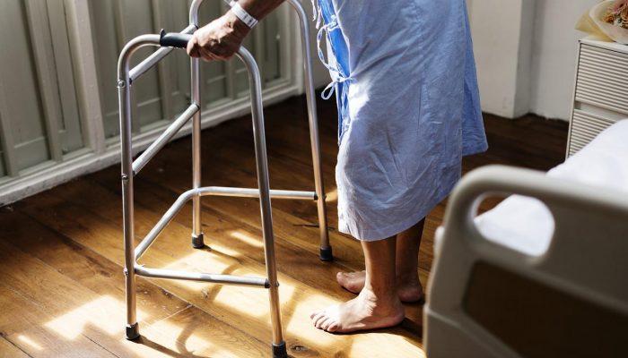 Problem osób starszych pozostawionych w szpitalu
